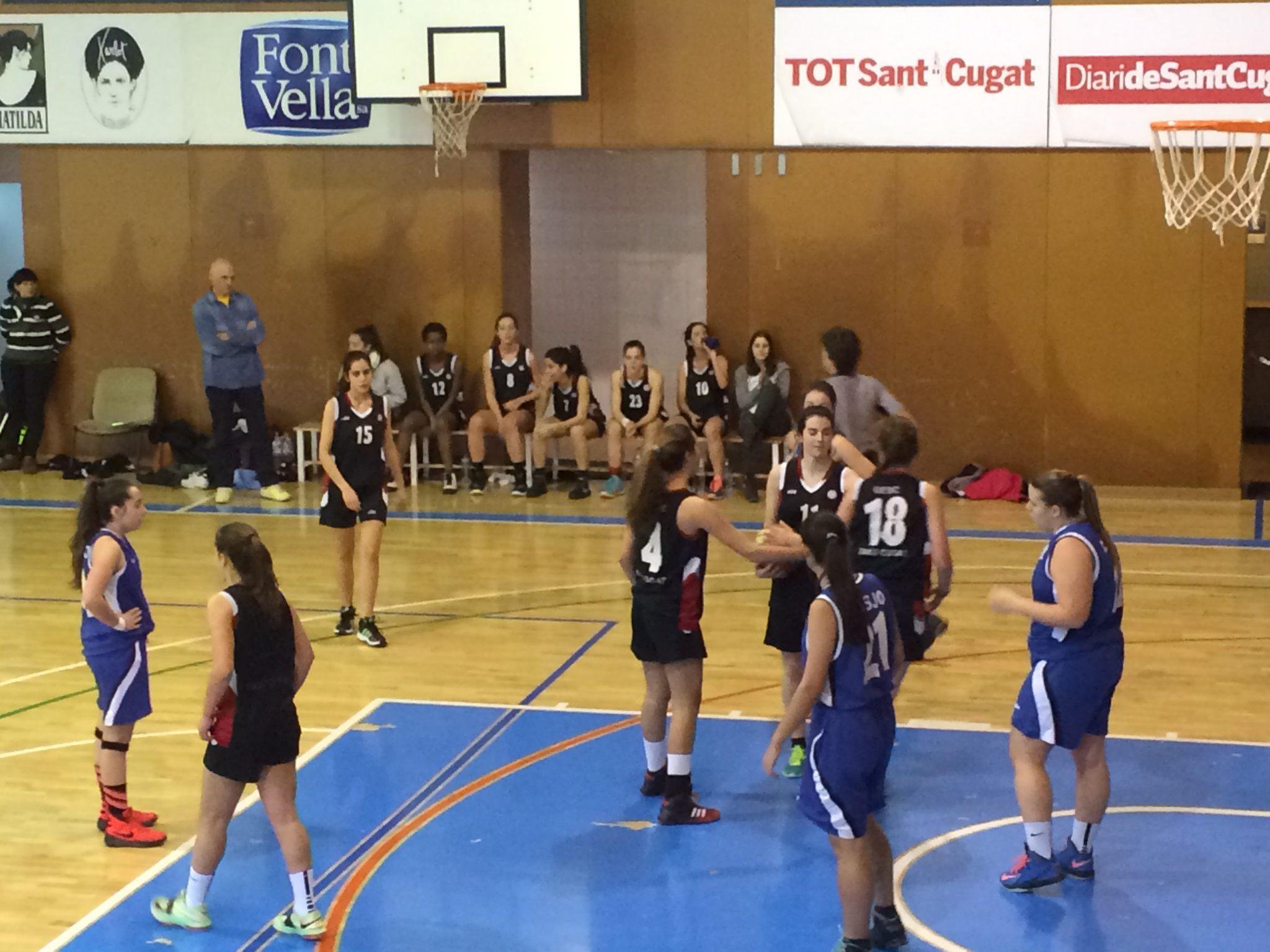 Imatge del partit entre el Júnior de la UESC i el CB Sant Josep Obrer de la jornada 17 de Nivell A (grup 1)