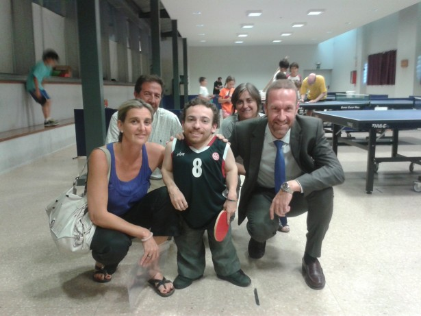 Joan Pahisa fotografiat amb representants de la junta directiva