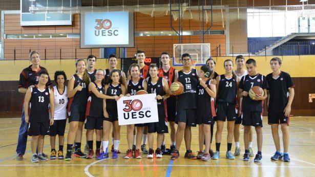 Fotografia conjunta entre la UESC-ASDI Silincode i jugadors de la UESC. Foto: J. Puiggené